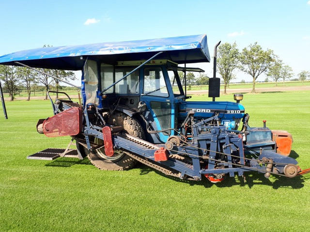 Brouwer sod harvester with Ford 3910 tractor